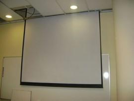 ECRAN ELECTRICO A CONTROL REMOTO Y PULSADOR   -  MEDIDAS : 2.14 x 2.14 MTS.  CODIGO: EECR-036